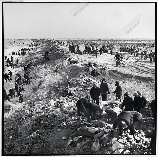"""""""Educated youth"""" and local peasants collaborate to till and irrigate the frozen land in preparation of the season's planting. Chaoyang commune, Shuangcheng county, 17 December 1974"""