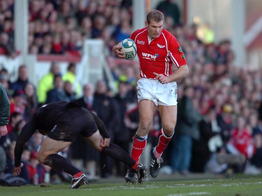Photo: James Davies..Llanelli Scarlets v Toulouse. Heineken Cup. 09/12/2006..Scarlets' Dafydd James.