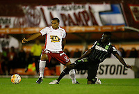 BUENOS AIRES - ARGENTINA - 24-02-2016: Ramon Abila (Izq.) jugador de Huracan de Argentina disputa el balon con Davinson Sanchez (Der.) jugador de Atletico Nacional de Colombia durante partido de la Primera Fecha del Grupo 4 por la Segunda Fase, entre Huracan y Atletico Nacional de la Copa Bridgestone Libertadores 2016 en el Estadio Tomas A Duco, de la ciudad de Buenos Aires. / Ramon Abila (L) player of Huracan of Argentina vies for the ball with con Davinson Sanchez (R) player Atletico Nacional of Colombia, during a match for the first date of the Group 4 for the second phase between Huracan and Atletico Nacional of Colombia for the Bridgestone Libertadores Cup 2016, in the Tomas A Duco, Stadium, in Buenos Aires city. Photo: Photogamma / Javier Garcia Martino / VizzorImage / Cont