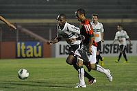 ATENÇÃO EDITOR: FOTO EMBARGADA PARA VEÍCULOS INTERNACIONAIS - SÃO PAULO, SP, 05 DE SETEMBRO DE 2012 - CAMPEONATO BRASILEIRO - PORTUGUESA x CORITIBA: Ananias (d) e Luccas Claro (e) durante partida Portuguesa x Coritiba, válida pela 22ª rodada do Campeonato Brasileiro de 2012 no Estádio do Canindé. FOTO: LEVI BIANCO - BRAZIL PHOTO PRESS