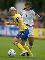 Victoria Svensson (l) carries the ball past USA's Shannon Boxx (7) during the match against Sweden, Landskamp, Sweden, July 5th, 2008..