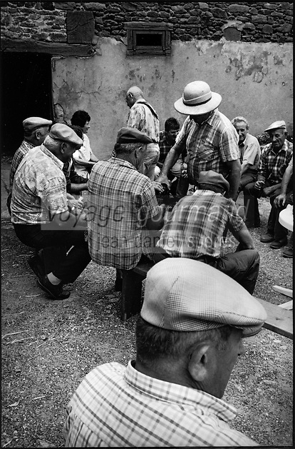 Europe/France/Midi-Pyrénées/12/Aveyron/Almont les Junies:Lors d'une fète  au village <br /> PHOTO D'ARCHIVES // ARCHIVAL IMAGES<br /> FRANCE 2000