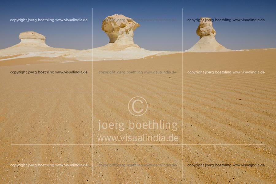 EGYPT, Farafra, Nationalpark White Desert , mushroom chalk rocks shaped by wind and sand erosion/ AEGYPTEN, Farafra, Nationalpark Weisse Wueste