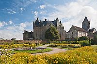 Europe/France/Aquitaine/24/Dordogne/Jumilhac-le-Grand: Château de Jumilhac et ses jardins - réorganisés autour du bassin central en respectant les concepts de la Renaissance et les principes de Le Nôtre, ils retracent deux thèmes mystérieux de l'alchimie