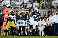STATE COLLEGE, PA - OCTOBER 21:  Penn State RB Saquon Barkley (26) catches a pass along the side line. The Penn State Nittany Lions defeated the Michigan Wolverines 42-13 on October 21, 2017 at Beaver Stadium in State College, PA. (Photo by Randy Litzinger/Icon Sportswire)