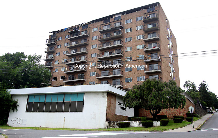 WATERBURY CT. 08 Augusr 2017-080817SV01-The former Carlton Towers apartment building on Hillside Avenue in Waterbury Tuesday. A bank is suing its owners, the yeshiva, for nonpayment of its mortgage. The yeshiva uses the 10-story building for student housing. <br /> Steven Valenti Republican-American