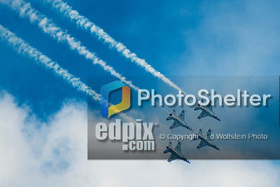 14 August 2016: The United States Air Force Thunderbirds perform aerial acrobatics on the waterfront at Burlington, Vermont. Six F-16 Falcon fighter jets execute sharply choreographed maneuvers in a display of precision and extreme piloting accuracy at the Wings Over Vermont Airshow over the waters of Lake Champlain. Mandatory Credit: Ed Wolfstein Photo *** RAW (NEF) Image File Available ***