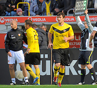 Fussball, 2. Bundesliga, Saison 2011/12, SG Dynamo Dresden - Alemannia Aachen, Sonntag (16.10.11), gluecksgas Stadion, Dresden. Dresdens Pavel Fort (re.) wird gegen Zlatko Dedic eingewechselt.