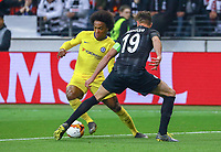 David Abraham (Eintracht Frankfurt) gegen Willian (Chelsea FC) - 02.05.2019: Eintracht Frankfurt vs. Chelsea FC London, UEFA Europa League, Halbfinale Hinspiel, Commerzbank Arena DISCLAIMER: DFL regulations prohibit any use of photographs as image sequences and/or quasi-video.
