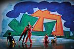 PRESENT TENSE (2003 &ndash; 20 min)<br /> Chor&eacute;graphie Trisha Brown / Conception visuelle et sc&eacute;nographie Elizabeth Murray<br /> Musique originale John Cage / Lumi&egrave;res Jennifer Tipton<br /> R&eacute;interpr&eacute;tation des costumes Elizabeth Cannon<br /> d&rsquo;apr&egrave;s le concept original d&rsquo;Elizabeth Murray<br /> Avec Cecily Campbell, Marc Crousillat, Olsi Gjeci, Leah Ives, Tara Lorenzen, Jamie Scott, Stuart Shugg<br /> Compagnie : Trisha Brown Company<br /> Lieu : Th&eacute;&acirc;tre de Chaillot<br /> Ville : Paris<br /> Date : 04/11/2015<br /> &copy; Laurent Paillier / photosdedanse.com