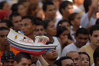 Círio de Nazaré.<br /> Promesseiros levam objetos de todos os tipos para pagamento de promessas feitas a Nossa Senhora de Nazaré.<br /> Belém, Pará, Brasil.<br /> Foto Paulo Santos<br /> 10/10/2010