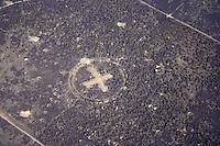 Bombodrom:DEUTSCHLAND, BRANDENBURG,  24.04.2005: Zielkreuz, Zielpunkt, Mitte des Bombodrom, Truppenuebungsplaetze, Europa, Wittstock, Rheinsberg, Neuruppin, Kyritz-Ruppiner Heide, Land Brandenburg. Das Bombodrom hat eine Fläche von 144 km2, Roten Armee, Schiess- und Bombenabwurfplatz, DDR , touristische Erschliessung,  Areals, Bundeswehr, Luftbild, Luftansicht, Luftaufnahme.Europa, Deutschland, Brandenburg, Bombodrom, Zeichen, Kreuz, Luftbild, Luftansicht, Luftaufnahme, Zielkreuz, Zielpunkt, von, oben, Draufsicht, Landschaft, Landschaften, Gelaende, Uebungsplatz, schiessen, Schiessgelaende, Mitte, Mittelpunkt, Abwurfplatz, Militaer, militaerisch, militaerisches # above, aerial photo, aerial photograph, ahead, air opinion, aloft, at the head, at the top of, brandenburg, by, center, centre, char, character, characters, chars, countryside, cross, drill ground, epicenter, europe, figure, from, germany, ground, icon, landscape, landscapes, mainstream, mark, middle, midway, militarily, military, of, plan, premises, sign, signal, site, supra, symbol, territory, to bolt, to fire, to shoot, token, top, topview, training area, training ground, up, upstairs c o p y r i g h t : A U F W I N D - L U F T B I L D E R . de.G e r t r u d - B a e u m e r - S t i e g 1 0 2, 2 1 0 3 5 H a m b u r g , G e r m a n y P h o n e + 4 9 (0) 1 7 1 - 6 8 6 6 0 6 9 E m a i l H w e i 1 @ a o l . c o m w w w . a u f w i n d - l u f t b i l d e r . d e.K o n t o : P o s t b a n k H a m b u r g .B l z : 2 0 0 1 0 0 2 0  K o n t o : 5 8 3 6 5 7 2 0 9.C o p y r i g h t n u r f u e r j o u r n a l i s t i s c h Z w e c k e, keine P e r s o e n l i c h ke i t s r e c h t e v o r h a n d e n, V e r o e f f e n t l i c h u n g n u r m i t H o n o r a r n a c h M F M, N a m e n s n e n n u n g u n d B e l e g e x e m p l a r !.