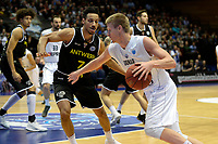 GRONINGEN - Basketbal, Donar - Telenet Giants Antwerp, Martiniplaza,  Europe Cup, seizoen 2017-2018, 06-12-2017,  Donar speler Evan Bruinsma en Antwerp speler Dennis Donkor