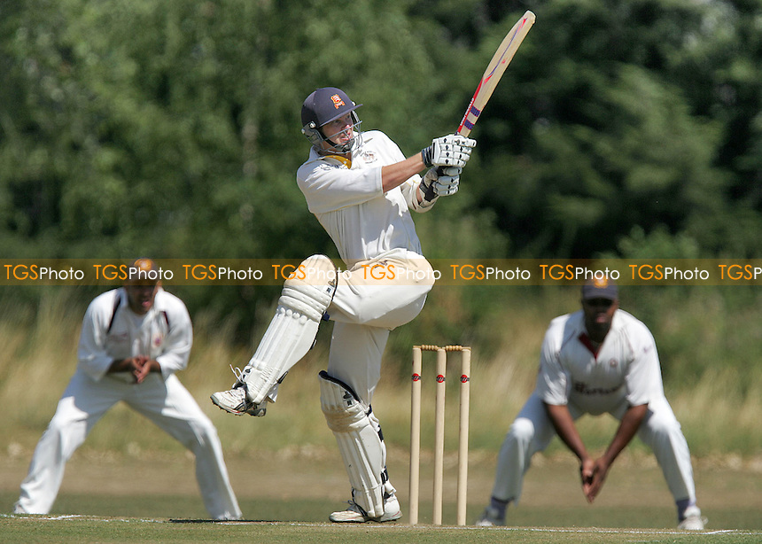 Gidea Park & Romford CC vs Hainault & Clayhall CC - Shepherd Neame Essex League - 29/07/06 - (Gavin Ellis 2006)