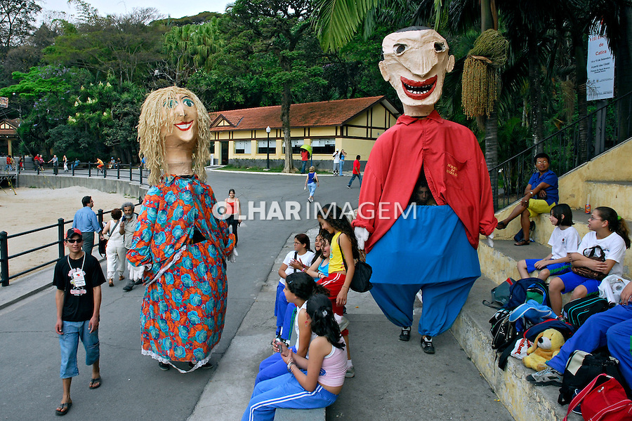 Apresentação de bonecos de rua. São Paulo. 2006. Foto de Juca Martins.