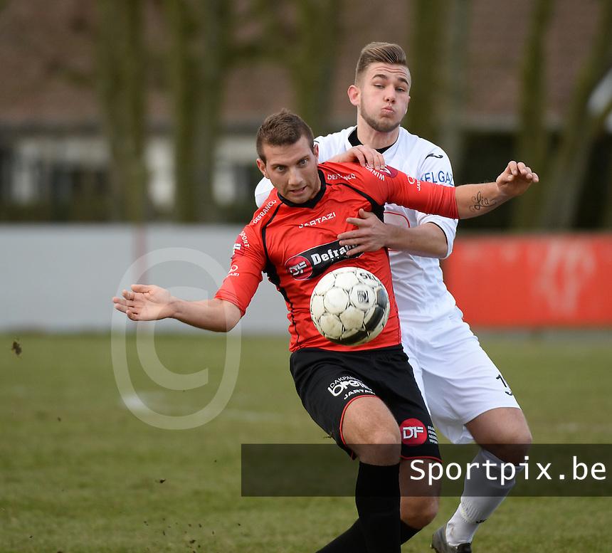Winkel Sport - VW Hamme : David Cardon aan de bal met in zijn nek Lander De Keersmaeker (r) <br /> foto VDB / BART VANDENBROUCKE