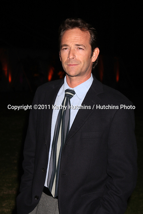 LOS ANGELES - JAN 7:  Luke Perry arrives at the Hallmark Winter 2011 TCA Party at Tournament of Roses Parade House on January 7, 2011 in Pasadena, CA.