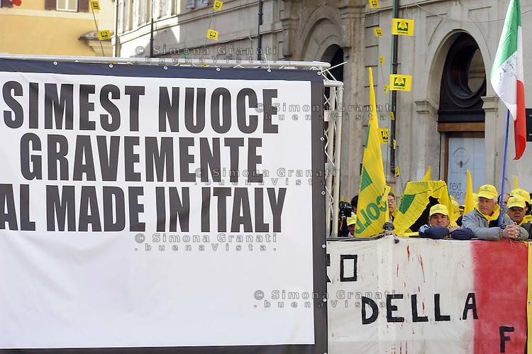 Roma 15 Marzo 2012.Gli agricoltori  della coldirettti a Montecitorio chiedono di vietare per legge il finanziamento pubblico di prodotti realizzati all'estero di imitazione.