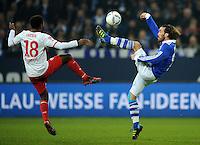 FUSSBALL   1. BUNDESLIGA   SAISON 2011/2012   18. SPIELTAG FC Schalke 04 - VfB Stuttgart            21.01.2012 Cacau (li, Stuttgart) gegen Christian Fuchs (FC Schalke 04)