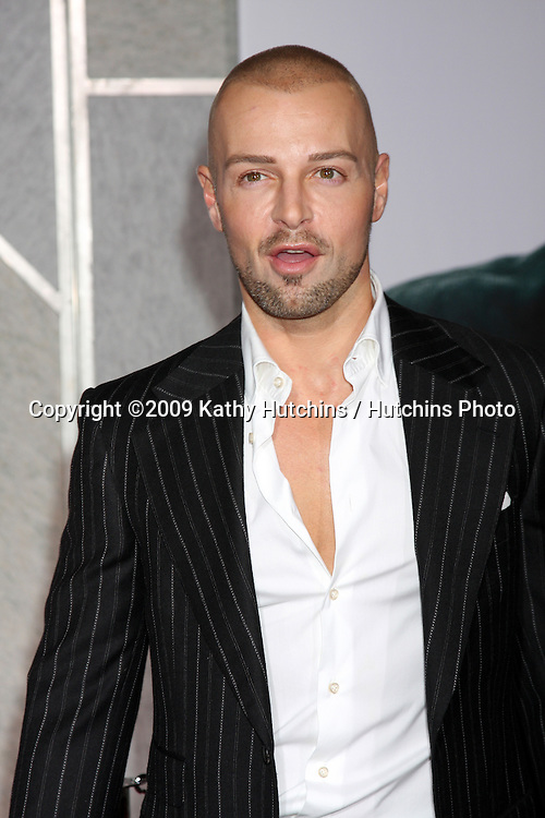 Joey Lawrence.arriving at the Old Dogs World Premiere.El Capitan Theater.Los Angeles,  CA.November 9, 2009.©2009 Kathy Hutchins / Hutchins Photo.