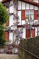 Europe/France/Aquitaine/64/Pyrénées-Atlantiques/Pays Basque/ Ciboure: Vieilles maisons basques