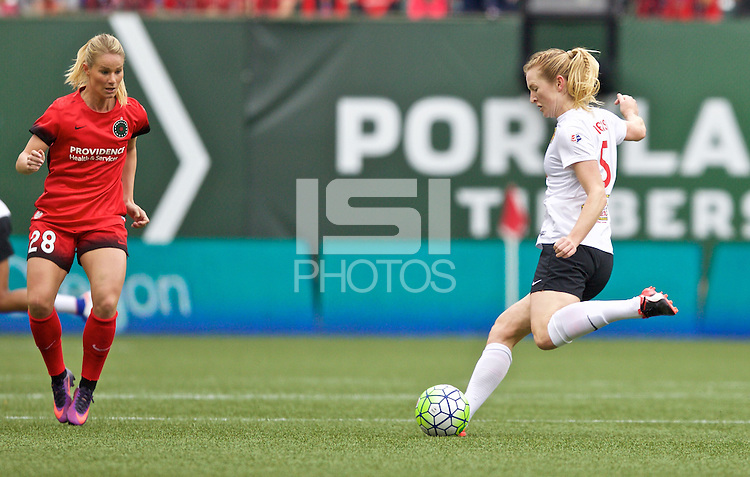 Portland, OR - Sunday Oct. 02, 2016: Samantha Mewis during a National Women's Soccer League (NWSL) semi-finals match between the Portland Thorns FC and the Western New York Flash at Providence Park.