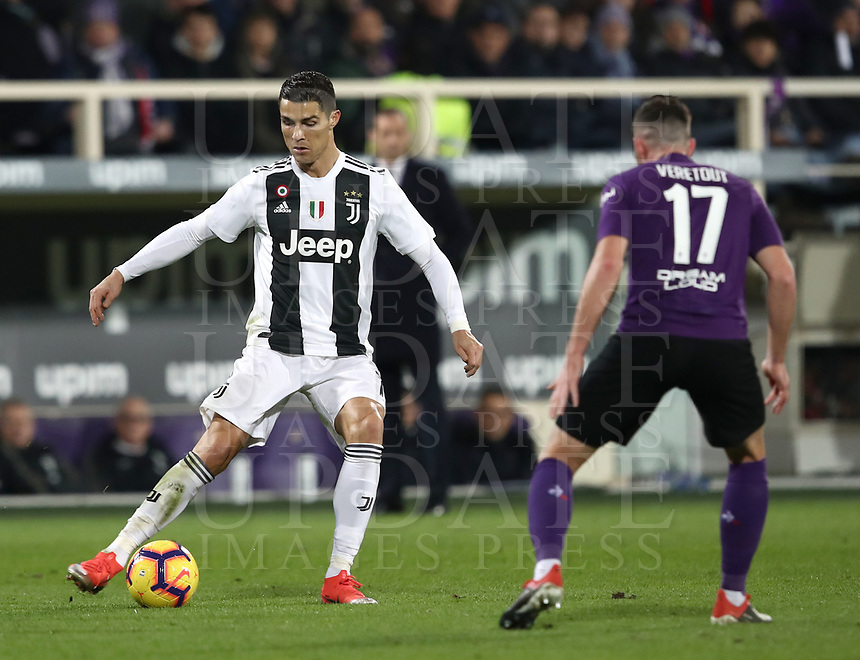 Calcio, Serie A: Fiorentina - Juventus, stadio Artemio Franchi Firenze 1 dicembre 2018.<br /> Juventus' Cristiano Ronaldo (l) in action with Fiorentina's Jordan Veretout (r) during the Italian Serie A football match between Fiorentina and Juventus at Florence's Artemio Franchi stadium, December 1, 2018.<br /> UPDATE IMAGES PRESS/Isabella Bonotto