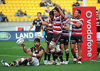Counties-Manukau players celebrate Reynold Lee-Lo's try. ITM Cup - Wellington Lions v Counties-Manukau Steelers at Westpac Stadium, Wellington, New Zealand on Sunday, 8 August 2010. Photo: Dave Lintott/lintottphoto.co.nz.