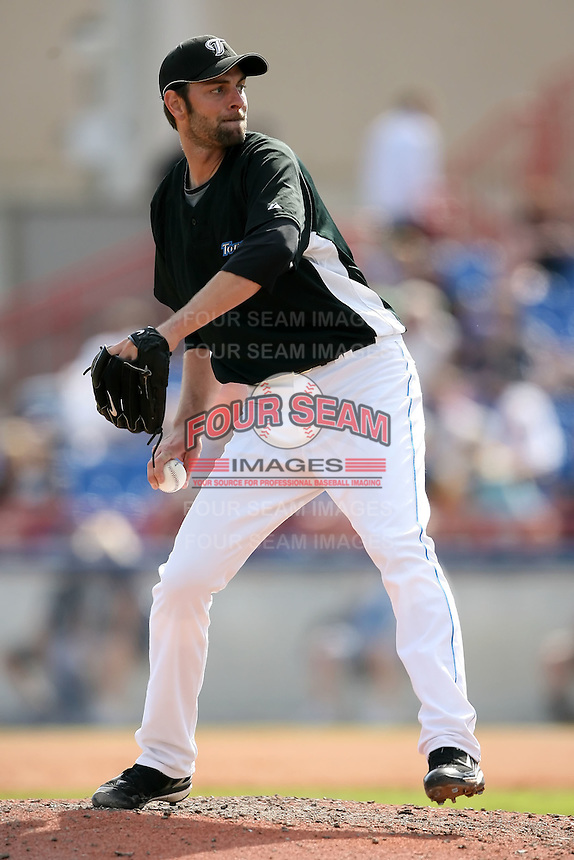 February 25, 2009:  Pitcher T.J. Beam of the Toronto Blue Jays during a Spring Training game at Dunedin Stadium in Dunedin, FL.  The New York Yankees defeated the Toronto Blue Jays 6-1.   Photo by:  Mike Janes/Four Seam Images
