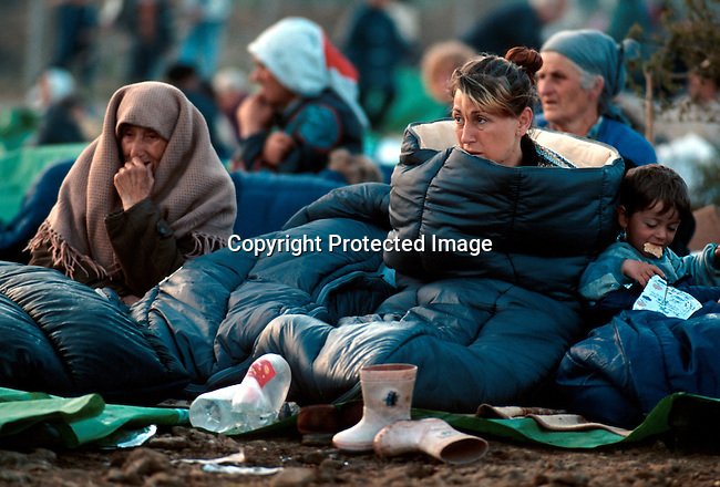 Ethnic Albanian refugees from Kosovo arriving at Cegrane, Macedonia by bus. These people had to sleep outside, as no tents and Tens of thousands of people fled the Serb terror campaign..Photo: Per-Anders Petterssson (ppettersso@aol.com)