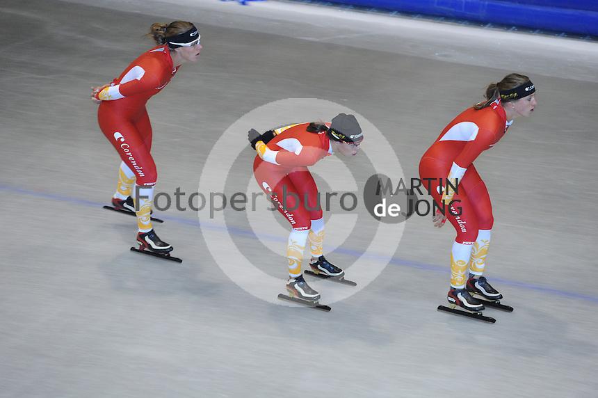 SCHAATSEN: HEERENVEEN: Thialf, 26-06-2012, Zomerijs, Team Corendon, Natasja Bruintjes, Floor van den Brandt, Roxanne van Hemert, ©foto Martin de Jong
