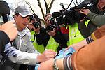 Motorsport: DTM Vorstellung  2008 Duesseldorf<br /><br />Ralf Schumacher schreibt bei  seinen Fans bei DTM - Praesentation in Duesseldorf flei§ig Autogramme.<br /><br /><br />Foto © nph (nordphoto)<br /><br /><br /><br /><br /> *** Local Caption ***