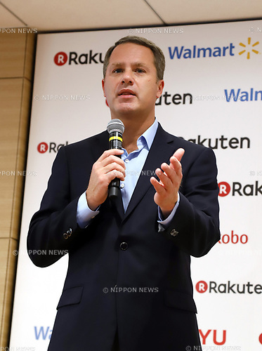 "January 26, 2018, Tokyo, Japan - US retail giant Walmart president Doug McMillon speaks as Walmart and Japanese online commerce giant Rakuten announce a new strategic alliance on the e-commerce at the Rakuten headquarters in Tokyo on Friday, January 26, 2018. Rakuten and Walmart will launch a new online grocery delivery service ""Rakuten Seiyu Netsuper"" in Japan in this year. (Photo by Yoshio Tsunoda/AFLO) LWX -ytd-"