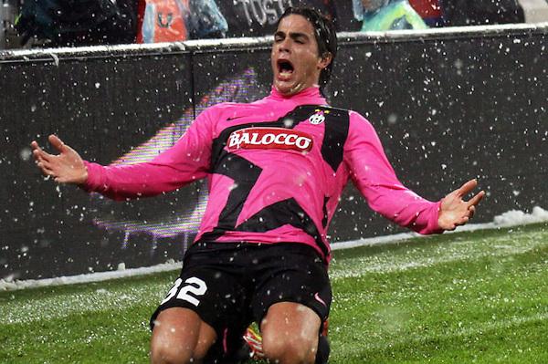 TUR03. TURÍN (ITALIA), 28/01/2012.- Alessandro Matri del Juventus celebra despues de anotar un gol ante Udinese Calcio hoy, sábado 28 de enero de 2012, durante el partido de Serie A de la liga italiana de fútbol en Turín (Italia). EFE/DI MARCO