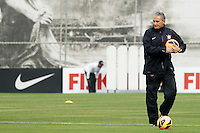 SAO PAULO, SP 20 SETEMBRO 2013 - TREINO CORINTHIANS - O técnico Tite durante o treino de hoje, 20, no Ct. Dr. Joaquim Grava. O time se prepara para enfrentar o time do Cruzeiro, líder do CampeonatoBrasileiro, domingo, no Estádio do Pacaembú. foto: Paulo Fischer/Brazil Photo Press.