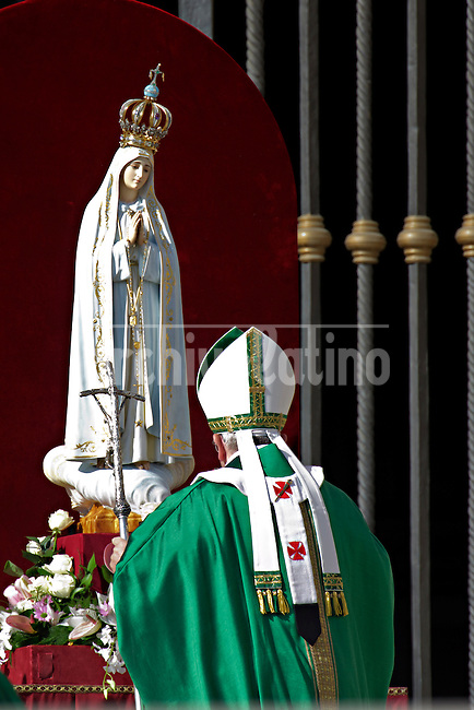 Pope Francis prays in front of the statue of Our Lady of Fatima in Saint Peter square at the Vatican on October 13, 2013, before celebrating  the mass as part of the Marian Day event
