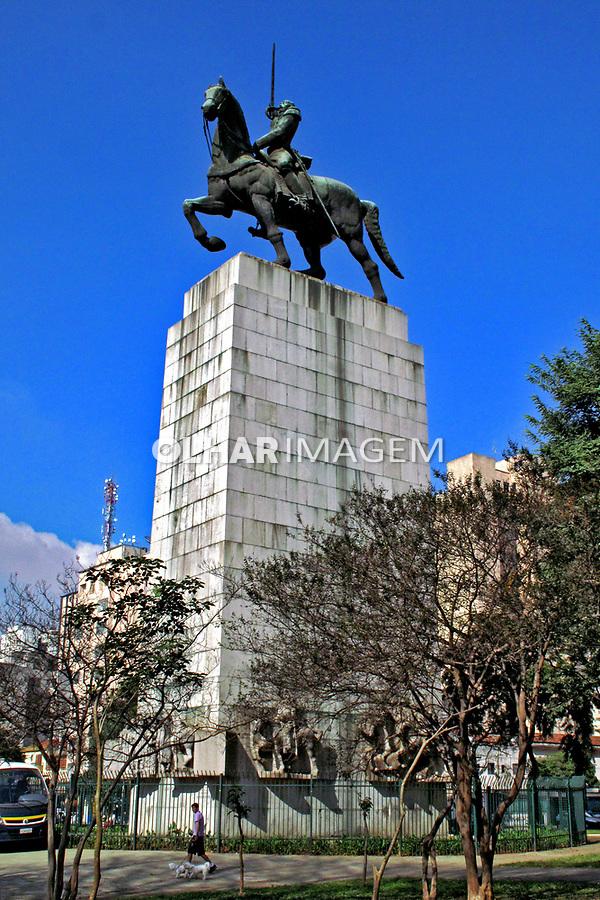 Monumento a Duque de Caxias na Praça Princesa Isabel. São Paulo. 2009. Foto de Juca Martins.