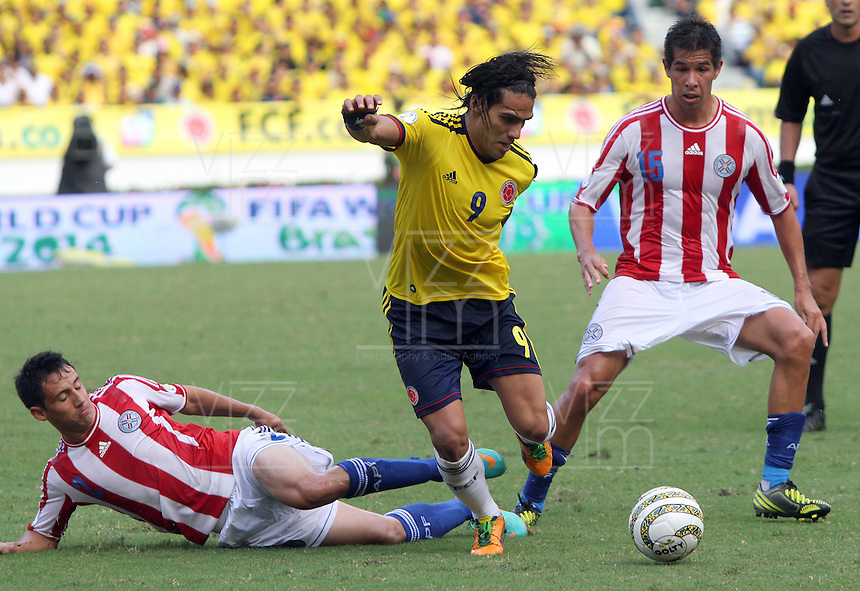 BARRANQUILLA-COLOMBIA.12-10-2012.Radamel Falcao García jugador  de la selección Colombia de fútbol de mayores.Encuentro con Paraguay .Eliminatorias Brasil 2014.Radamel Falcao Garcia of Colombia soccer team in action .Macht Colombia  between Paraguay.Brazil 2014 World Cup.Photo:VizzorImage/Felipe Caicedo. .