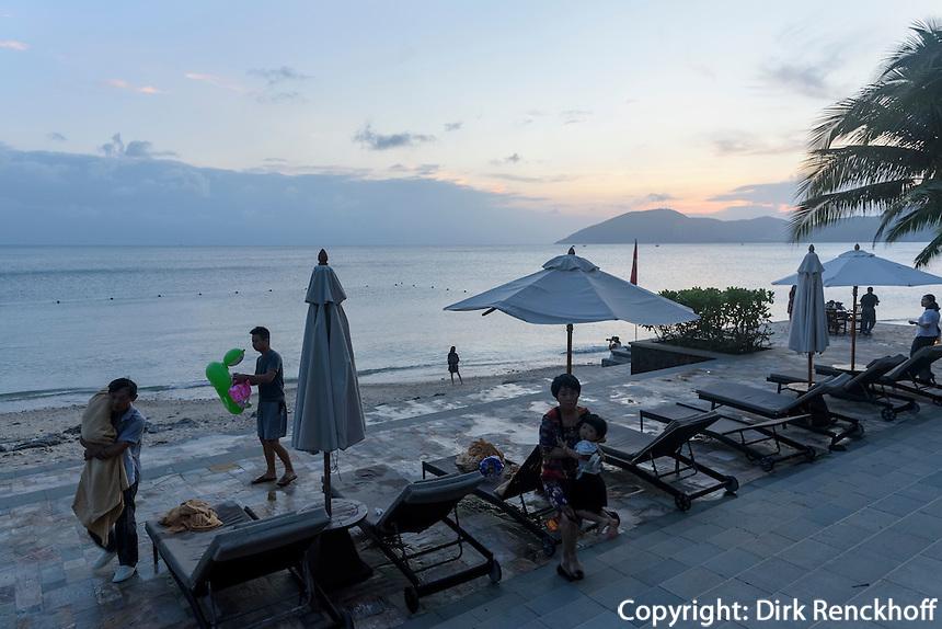 Strand des Mandarin Oriental Hotel in Sanya auf der Insel Hainan, China<br /> beach of Mandarin Oriental Hotel in Sanya, Hainan island, China