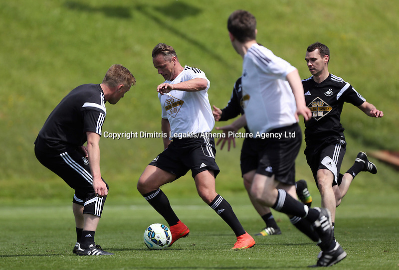 Pictured: Lee Trundle (C) against Swansea manager Garry Monk (L) Thursday 21 May 2015<br />