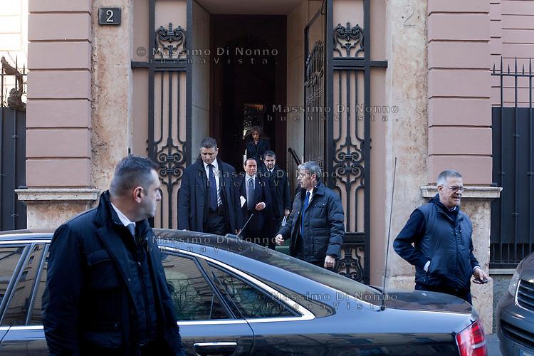 Milano: Silvio Berlusconi lascia la sua casa in Via Vincenzo Monti per recarsi in Fiera Milano City per la conferenza stampa..Milano: Silvio Berlusconi leaves his home in Milan