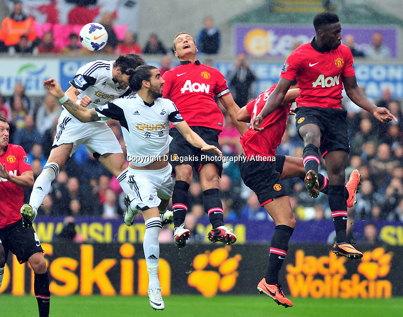 (L-R) Michu, Chico Flores.<br />