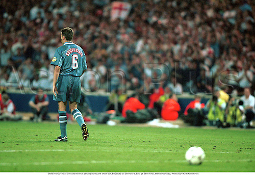 GARETH SOUTHGATE misses the vital penalty during the shoot-out, ENGLAND 1 v Germany 1, Euro 96 Semi-Final, Wembley 960627. Photo:Glyn Kirk/Action Plus...1996.Soccer.Disappointment.football.penalties.disappointments.distress.disappointed.misery.sad.sadness.losing.loss.loser.lose.losers.defeat.defeated.defeats..international internationals.association