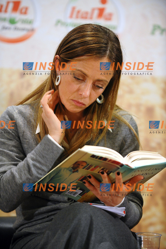"""Giorgia Meloni legge il libro di Angelino Alfano.Pomezia (Roma) 2/12/2011 Hotel Antonella.Presentazione del Libro """"La Mafia Uccide d'Estate"""".Foto Insidefoto Andrea Staccioli"""