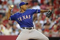 PBX02. ANAHEIM (CA, EE.UU.), 19/07/2011.- El lanzador inicialista de los Rangers Alexi Ogando en acción ante los Angelinos hoy, martes 19 de julio de 2011, durante el juego de la MLB en el estadio Angel de Anaheim, California (EE.UU.). EFE/PAUL BUCK