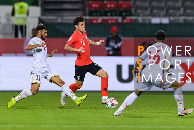 Hong Chul of South Korea (C) fights for the ball with Ali Jaafar Madan of Bahrain (L) and Sayed Redha Isa of Bahrain (R) during the AFC Asian Cup UAE 2019 Round of 16 match between South Korea (KOR) and Bahrain (BHR) at Rashid Stadium on 22 January 2019 in Dubai, United Arab Emirates. Photo by Marcio Rodrigo Machado / Power Sport Images