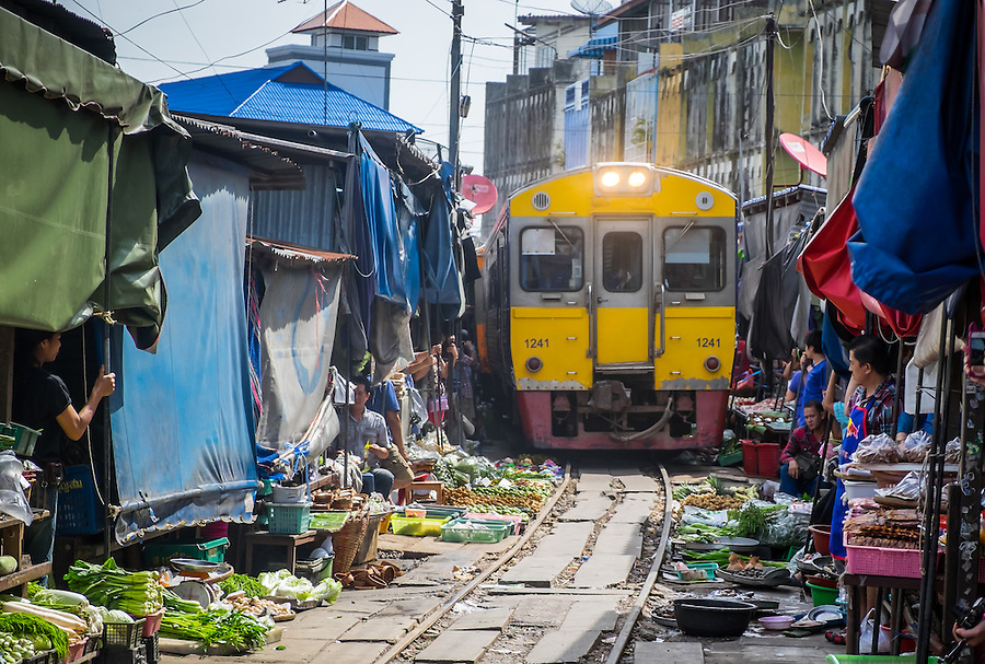 MAE KLONG - TAHILAND - CIRCA SEPTEMBER 2014: Train approaching the stalls at the Maeklong Railway Market