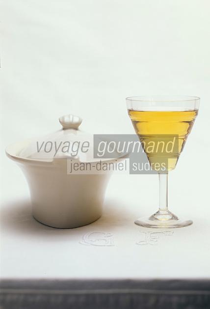 Cuisine/Gastronomie Générale: Terrinne de foie gras mi-cuit et vin blanc moelleux