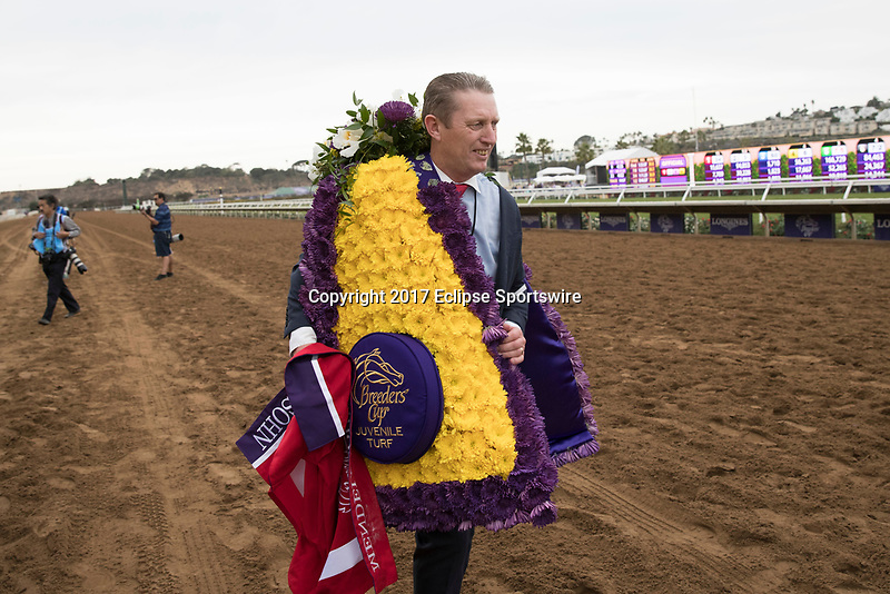 DEL MAR, CA - NOVEMBER 03: A man brings down the bed of flowers for Mendelssohn #1, ridden by Ryan Moore,on Day 1 of the 2017 Breeders' Cup World Championships at Del Mar Thoroughbred Club on November 3, 2017 in Del Mar, California. (Photo by Alex Evers/Eclipse Sportswire/Breeders Cup)