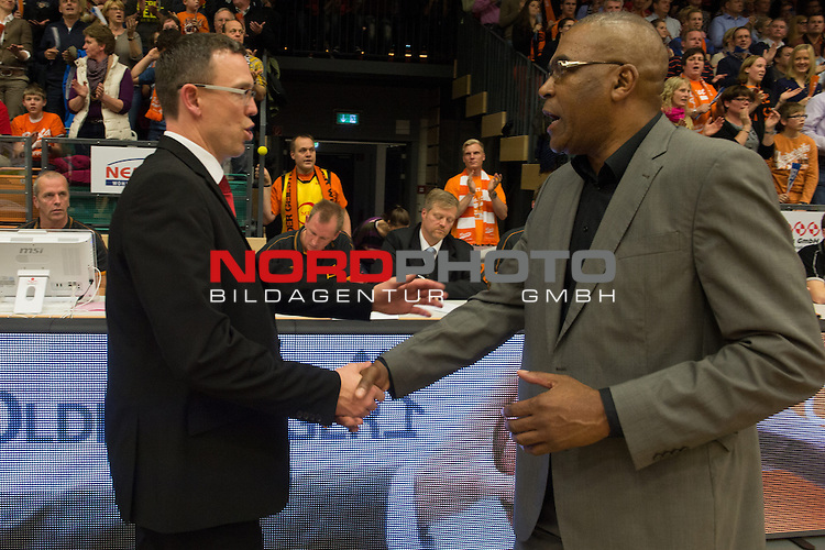 03.11.2013, RASTA DOME 2.0, Vechta, GER, BEKO BBL, RASTA Vechta vs.<br /> Brose Baskets Bamberg, im Bild<br /> Gratulation von Patrick Elzie (Headcoach RASTA VECHTA #Headcoach) an Chris Fleming (Bamberg Headcoach)<br /> <br /> <br /> Foto &not;&copy; nph / Kokenge